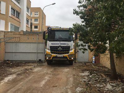 acceso camion grua